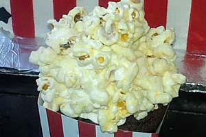 White Chocolate Popcorn Cupcakes
